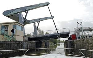 Schleuse mit Kippbrücke